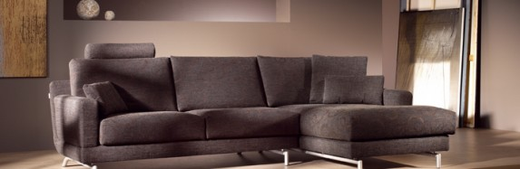 Mixing Modern Living Room Furniture Styles with Throwback Designs